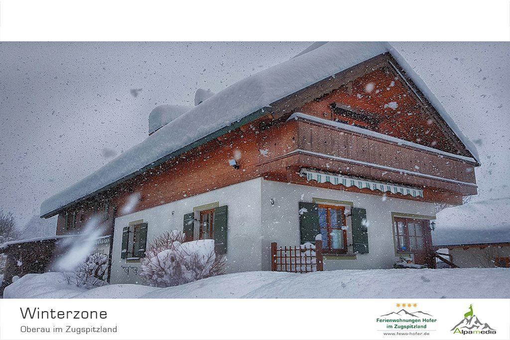 Winter am Ferienhaus im Zugspitzland