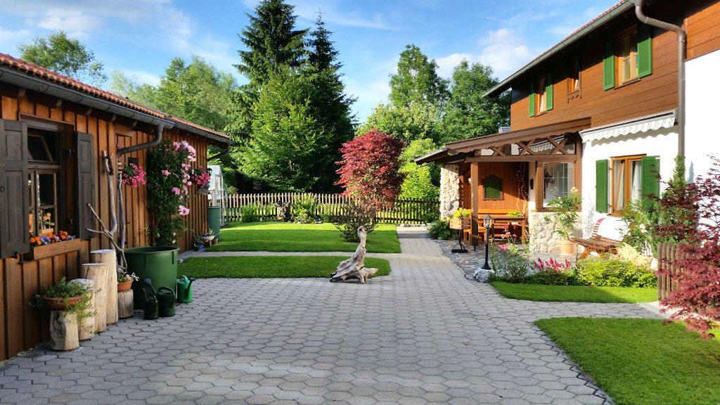 Gartenanlage Ferienwohnungen Hofer im Zugspitzland
