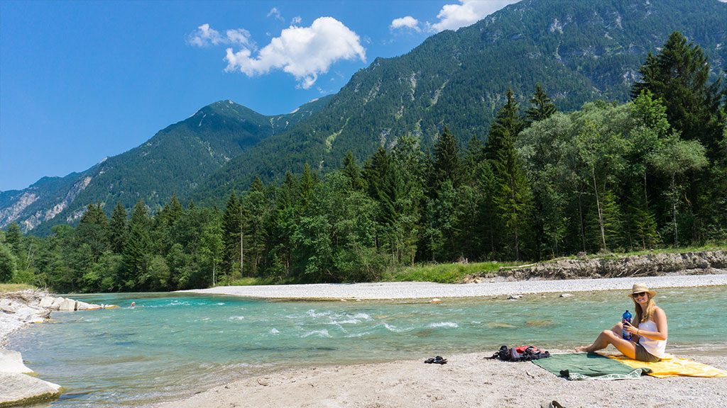 Ufer am Ferienhaus Hofer im Zugspitzland