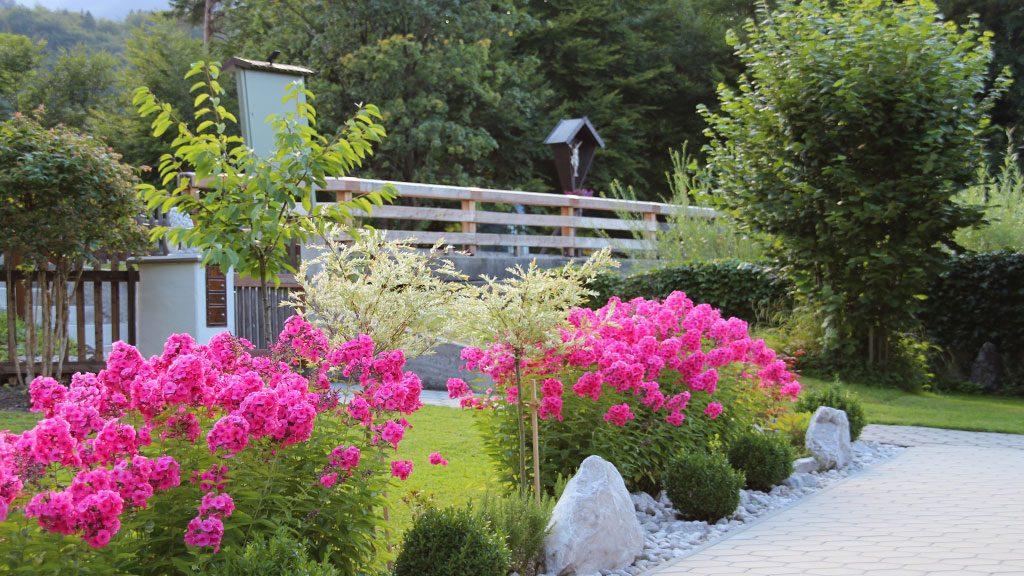 Gartenanlage Blumen am Ferienhaus Hofer