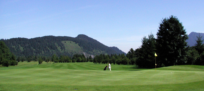 Auf dem schönsten Golfplatz der Alpen. Der Golfplatz von Oberau.